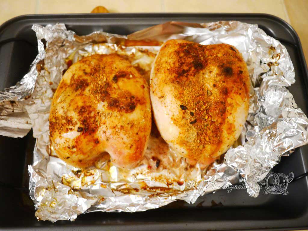Куриная грудка запеченная в духовке со специями - готовое блюдо