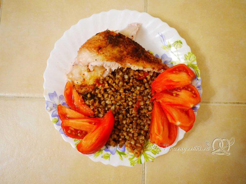 Куриная грудка запеченная в духовке со специями - подача