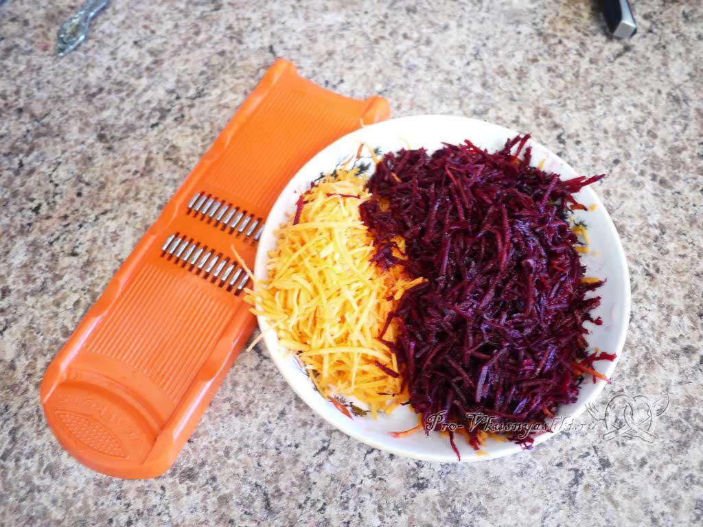 Вегетарианский борщ со свеклой - нарезка свеклы и моркови