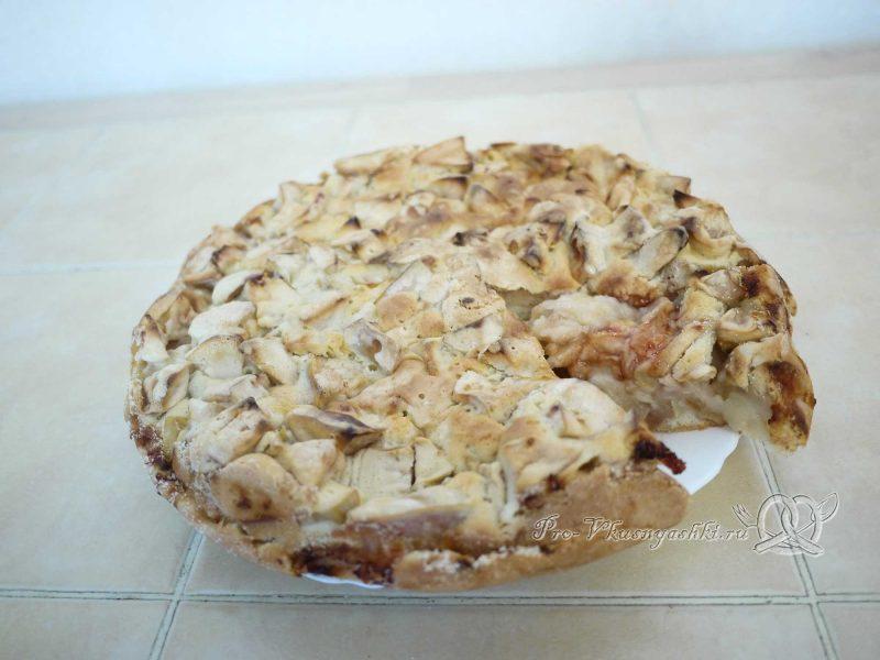 Яблочный пирог (шарлотка) - вынимаем из формы