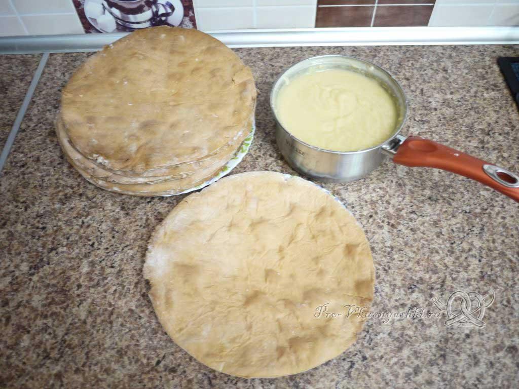 Торт Медовик (Рыжик) классический с заварным кремом - собираем торт