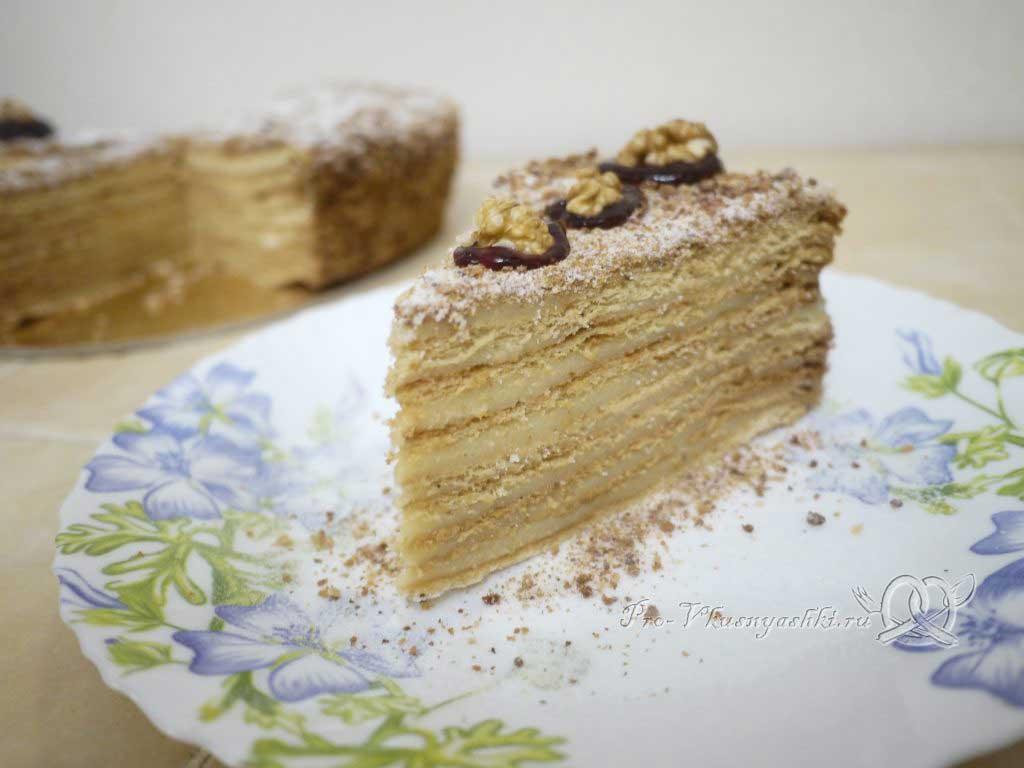Торт Медовик (Рыжик) классический с заварным кремом - подача
