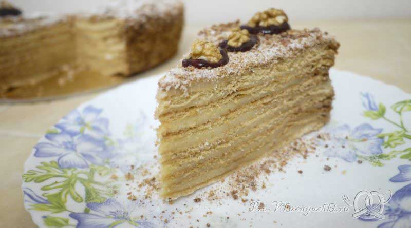 Торт Медовик (Рыжик) с заварным кремом - подача