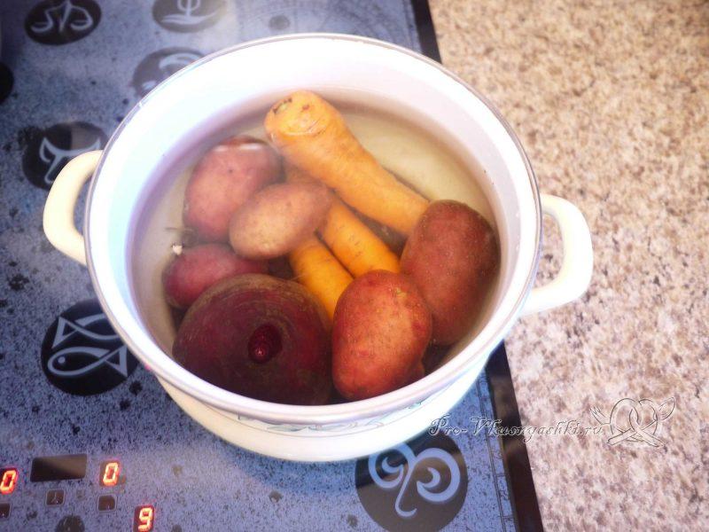 Селедка под шубой - варка овощей