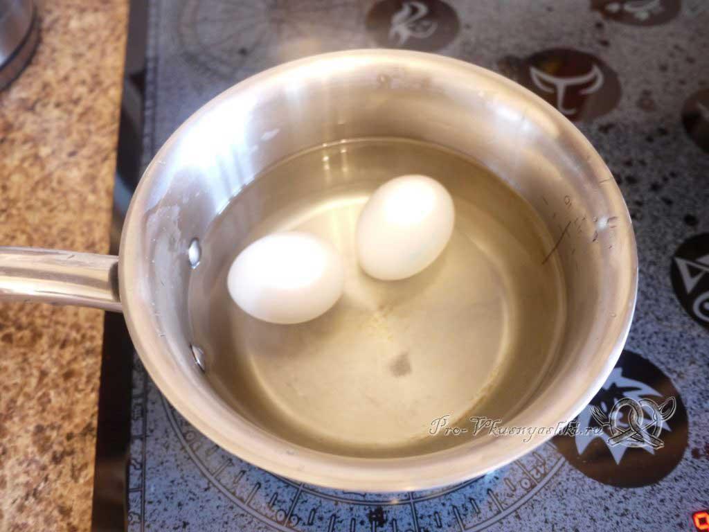 Роллы в домашних условиях с рыбой, яйцом и огурцом - промываем рис - варим яйца