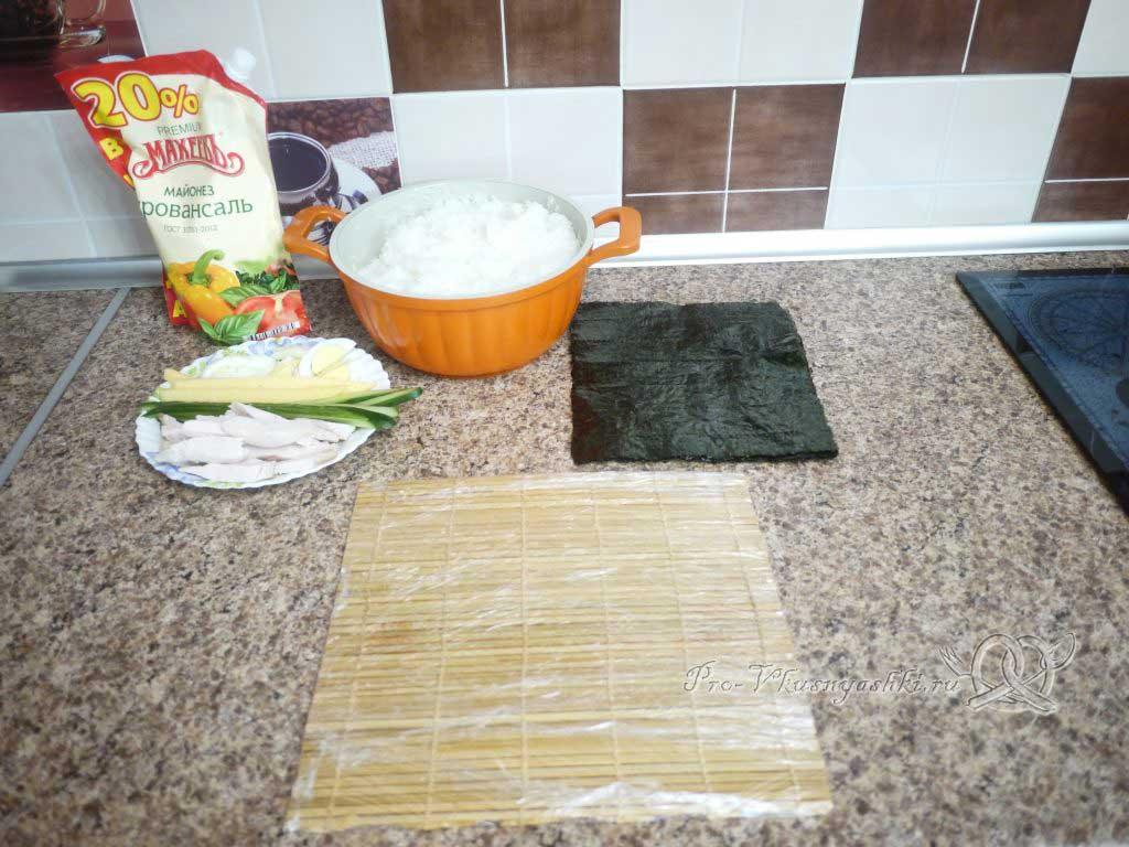 Роллы с курицей в домашних условиях - подготовленные ингредиенты