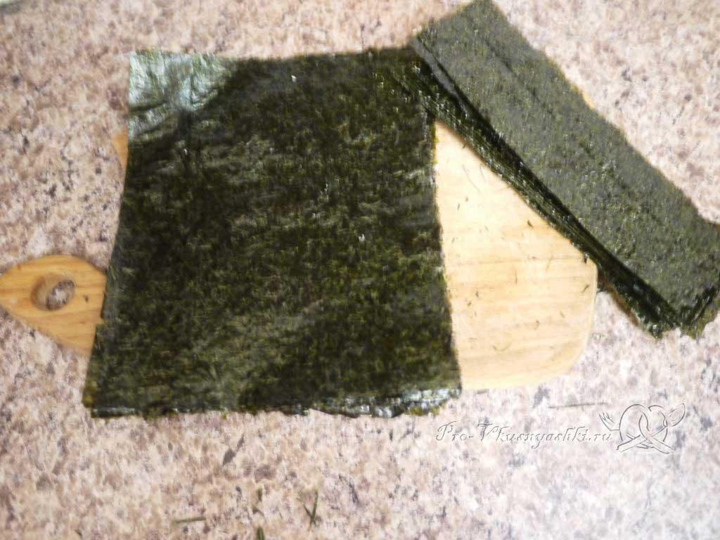 Роллы в домашних условиях с рыбой, яйцом и огурцом - подготовка нори