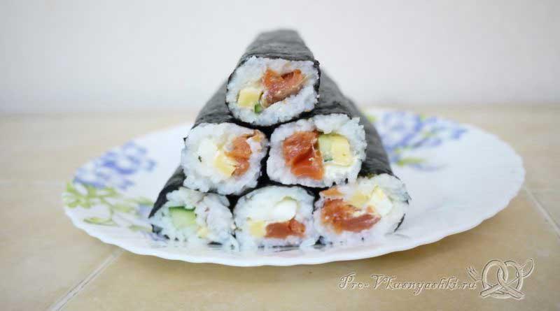 Суши - роллы домашние с рыбой, яйцом и огурцом - готовые роллы