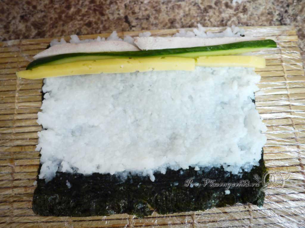 Роллы с курицей в домашних условиях - сыр на рисе