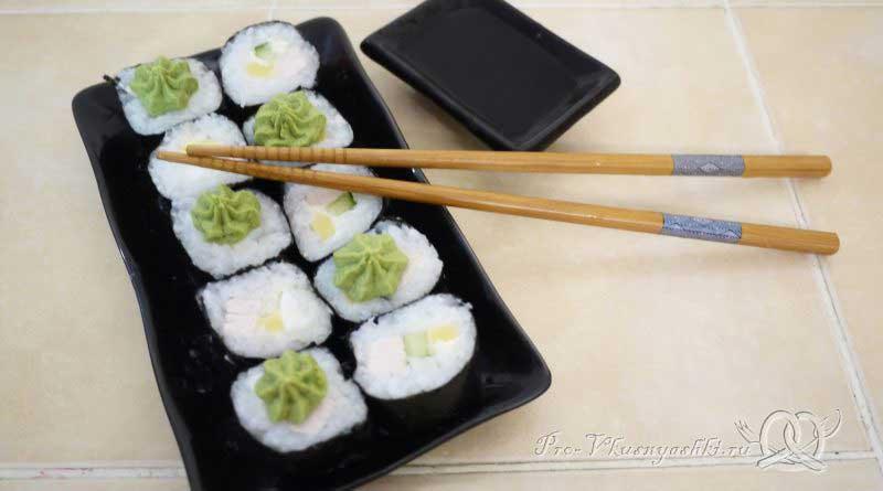 Суши - роллы домашние с курицей - подача