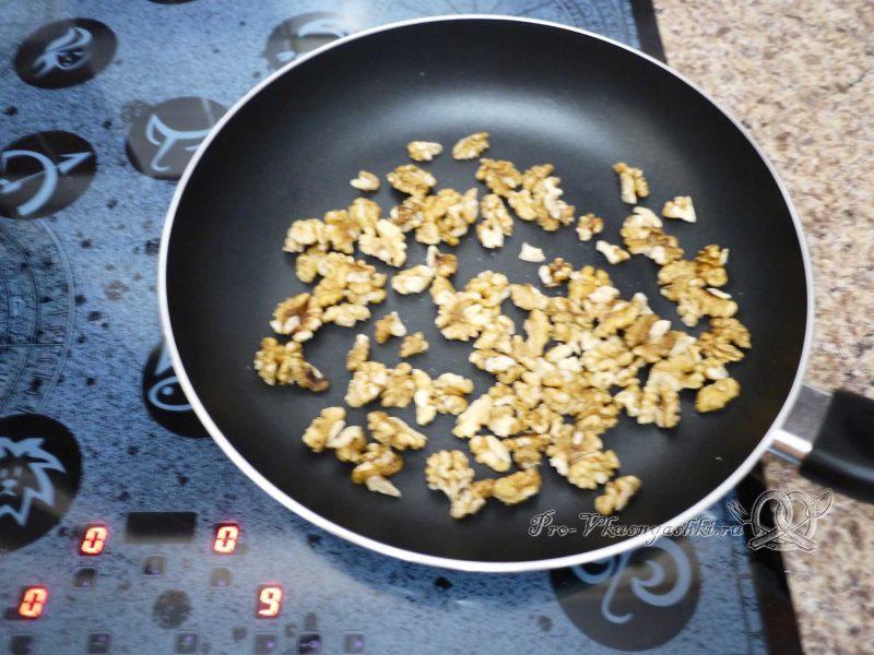Сочная курочка в грецких орехах - сушим орехи