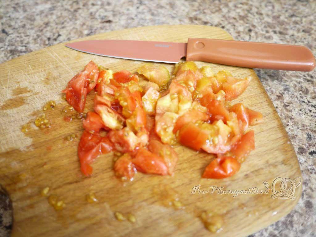 Суп Харчо в домашних условиях - нарезаем помидоры