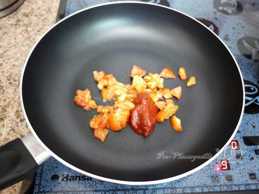 Суп Харчо в домашних условиях - обжариваем помидоры с томатной пастой