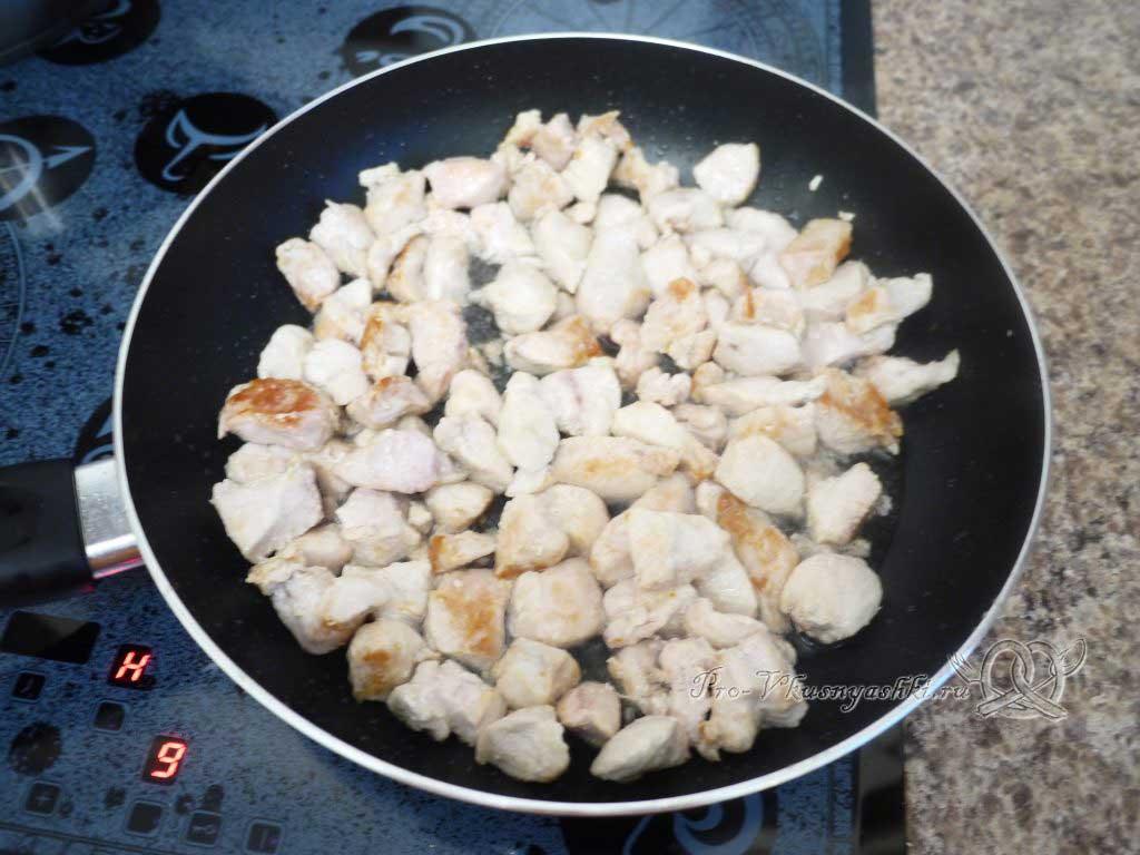 Рис с курицей и овощами - мясо обжарилось