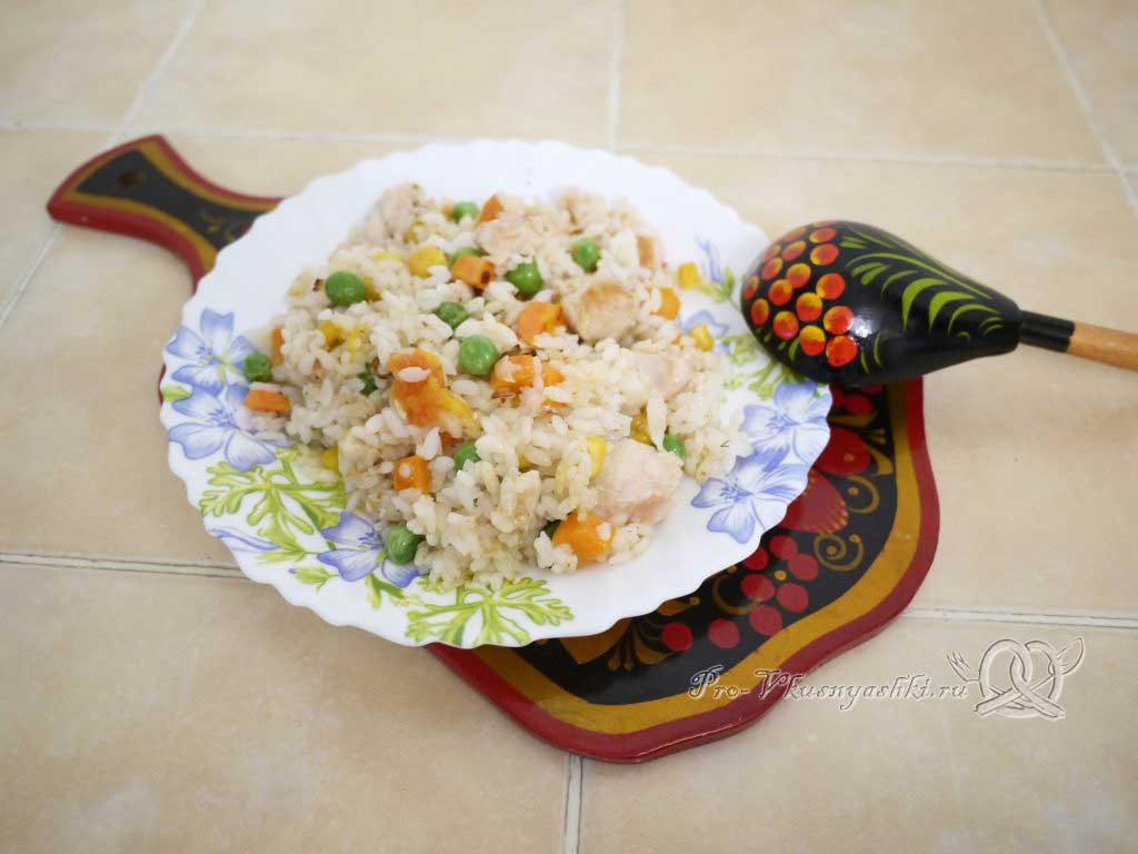 Рис с курицей и овощами - подача