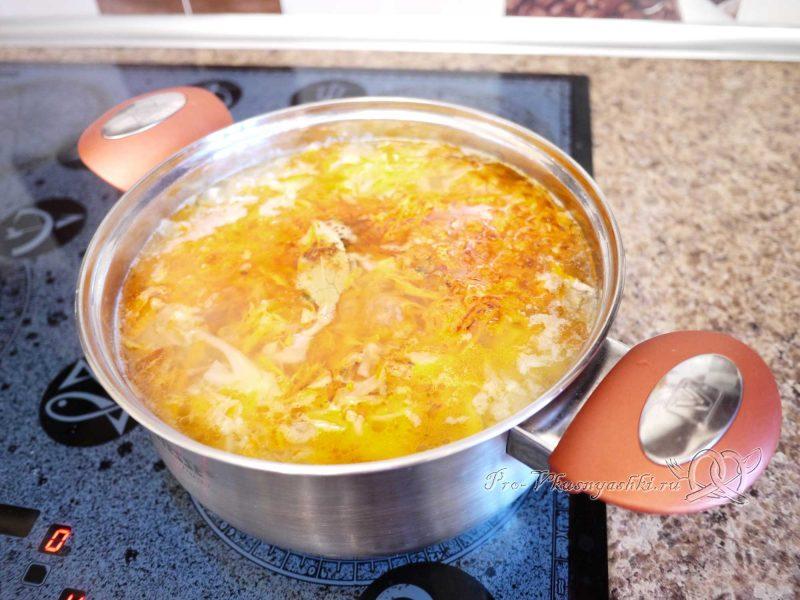 Щи постные со свежей капустой - добавляем соль и специи