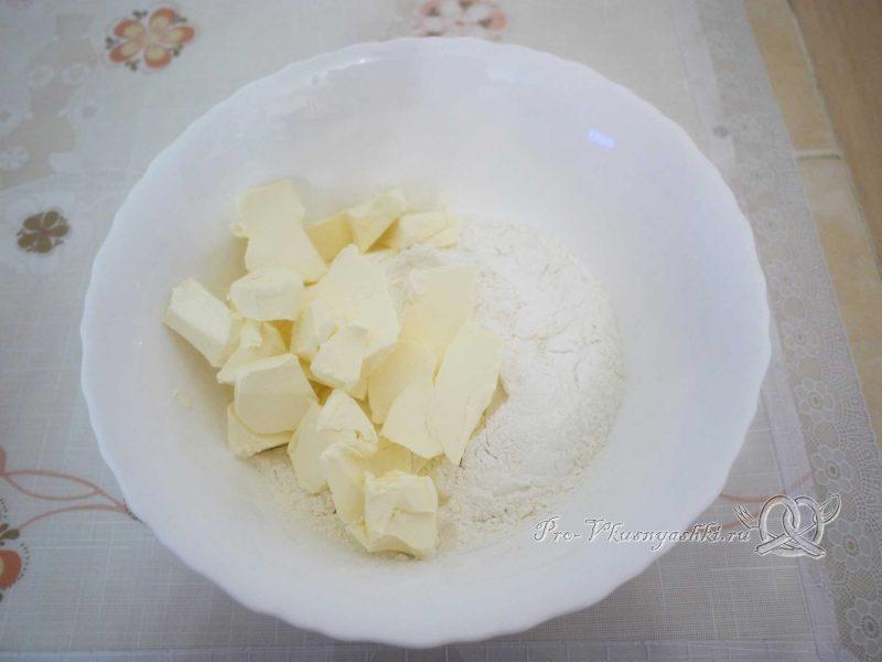 Шарлотка с яблоками из песочного теста - маргарин и мука