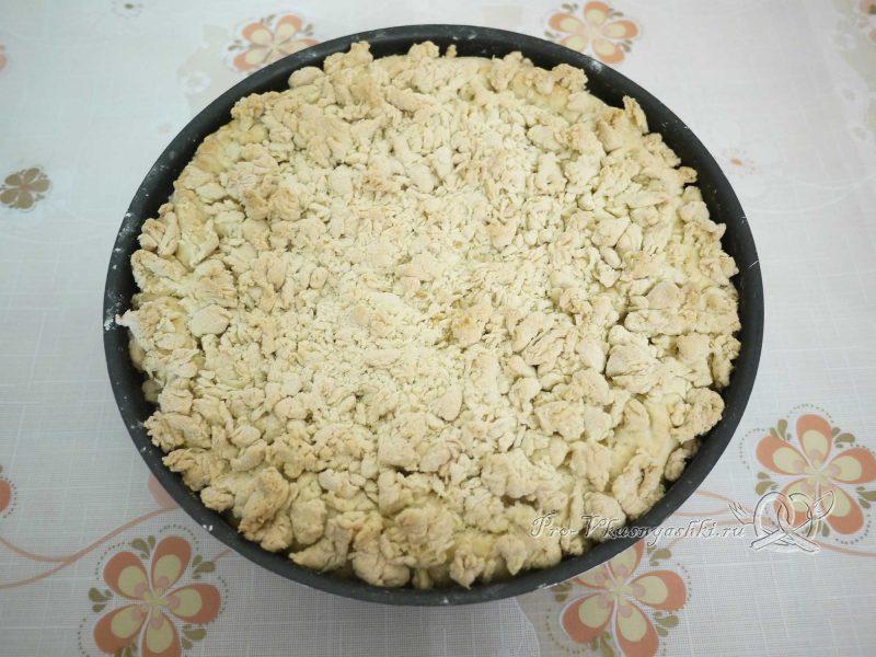 Шарлотка с яблоками из песочного теста - готовый пирог