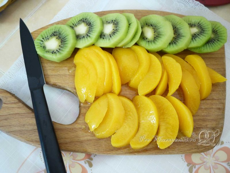 Бисквитный торт Муслин - нарезаем фрукты