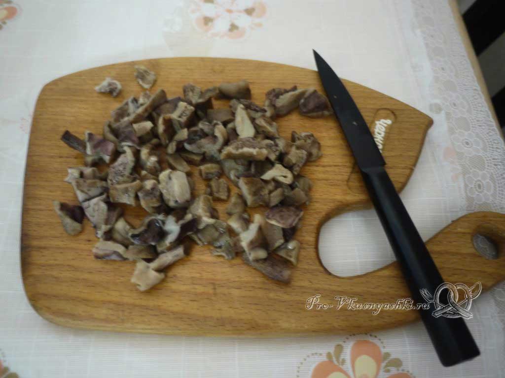Куриные ножки в мешочках - режем грибы