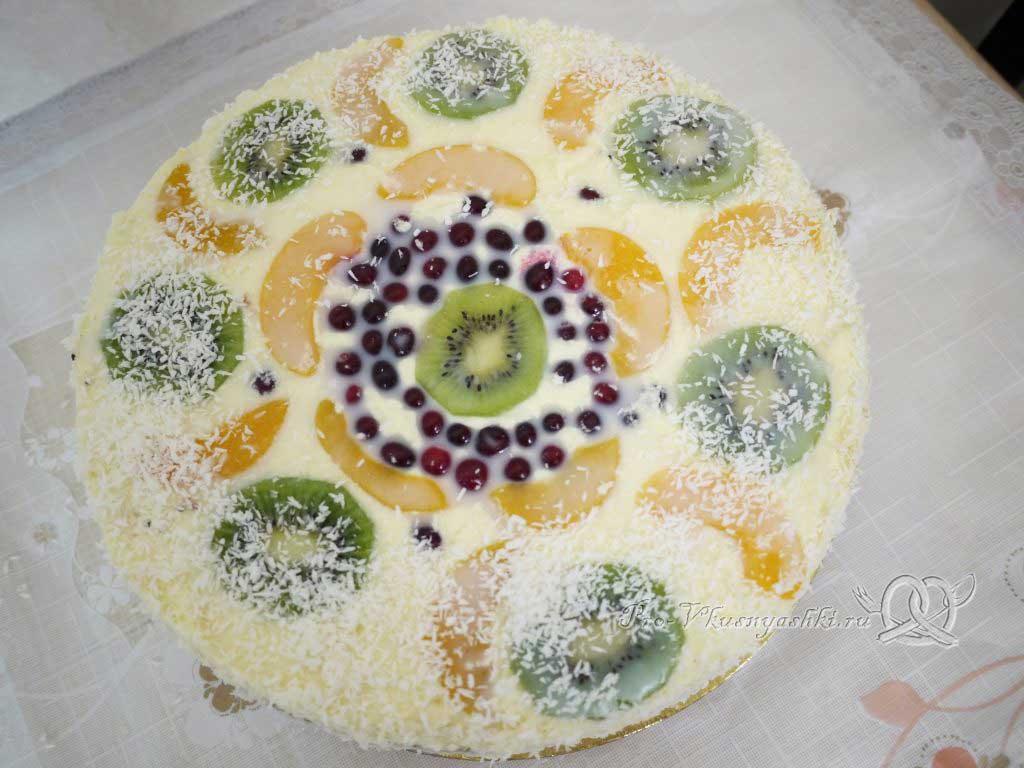 Бисквитный торт Муслин - поливаем глазурью и посыпаем стружкой