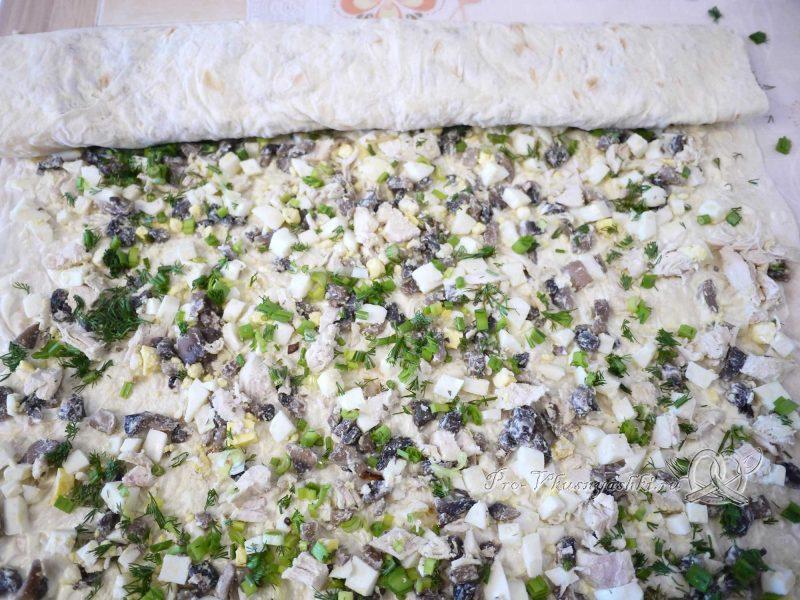 Рулет из лаваша с грибами, яйцом, курицей и сыром - заворачиваем лаваш