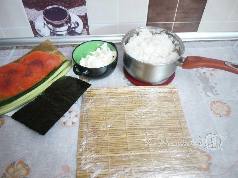 Суши - роллы Филадельфия в домашних условиях - подготовленные ингредиенты