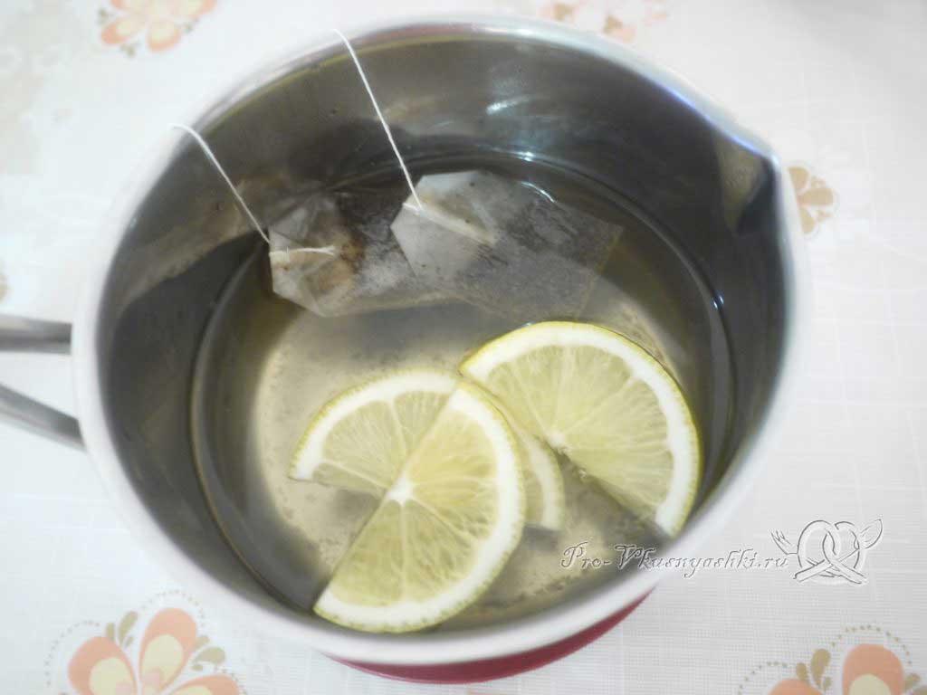 Кефирный торт со сметанным кремом и фруктами - пропитка из чая