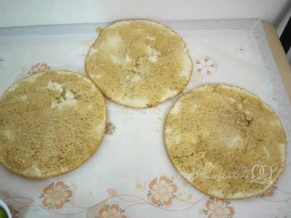 Кефирный торт со сметанным кремом и фруктами - пропитка коржей