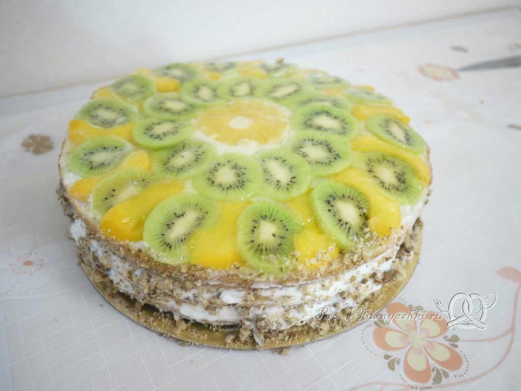 Кефирный торт со сметанным кремом и фруктами - готовый торт