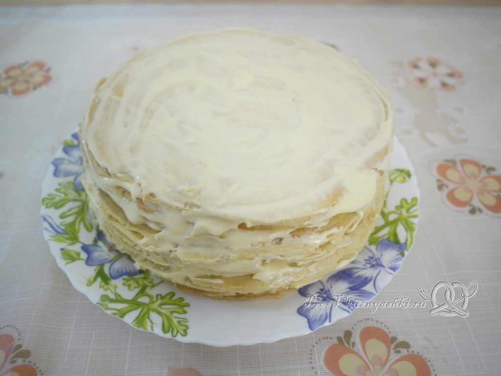 Торт «Любимчик Пашка» - смазываем верх кремом