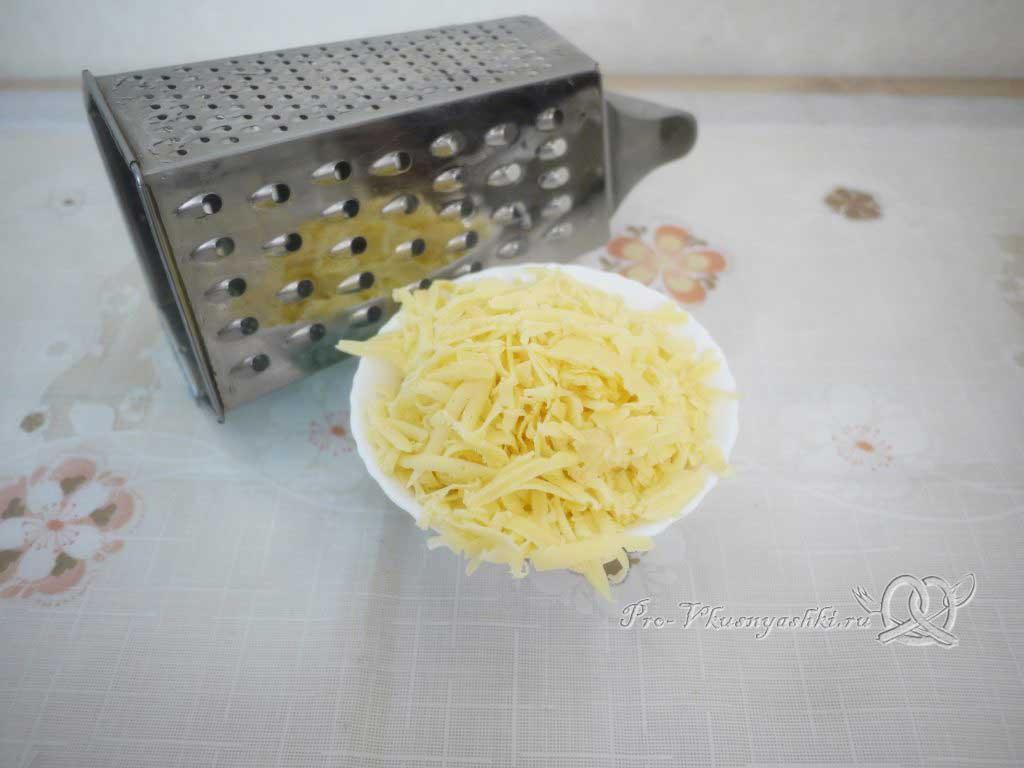Салат «Мечта» с курицей, картофелем и грибами - натираем сыр