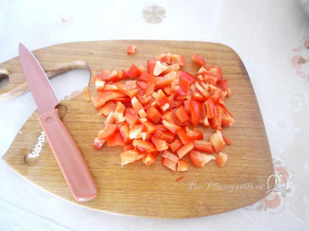 Фаршированный картофель запеченный в духовке - нарезаем перец