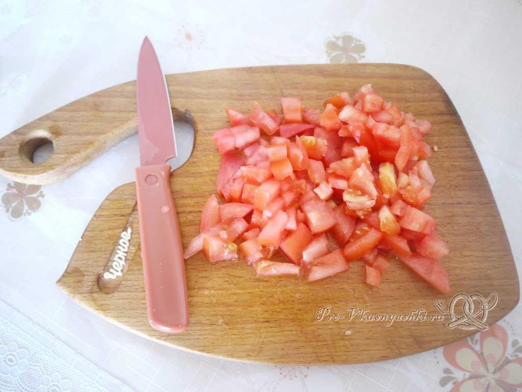 Фаршированный картофель запеченный в духовке - нарезаем помидор