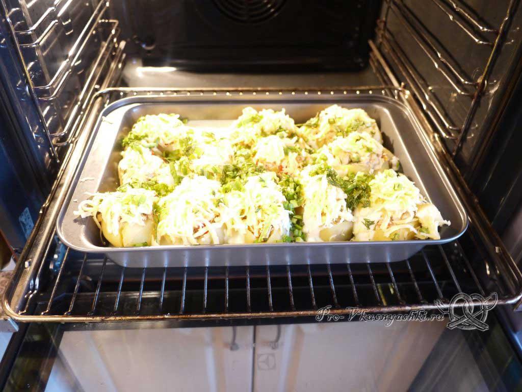 Фаршированный картофель запеченный в духовке - посыпаем зеленью