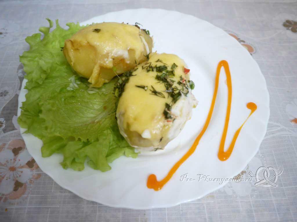 Фаршированный картофель запеченный в духовке - подача