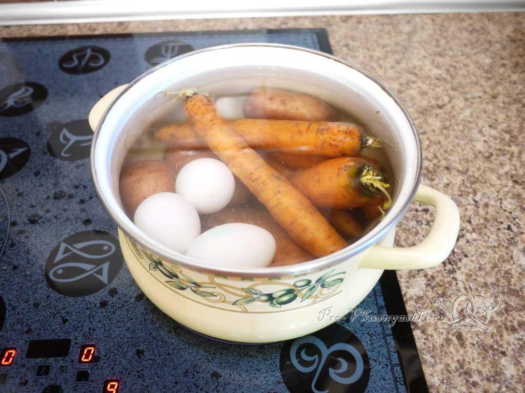 Салат зимний «Оливье» - варим овощи