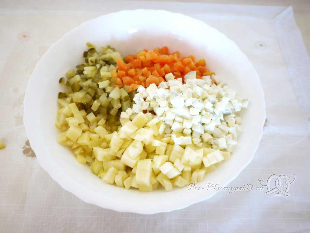 Салат зимний «Оливье» - соединяем овощи