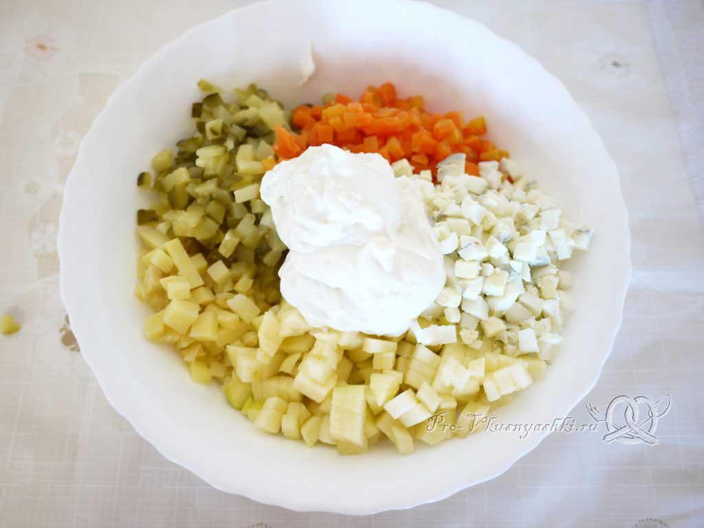 Салат зимний «Оливье» - добавляем майонез