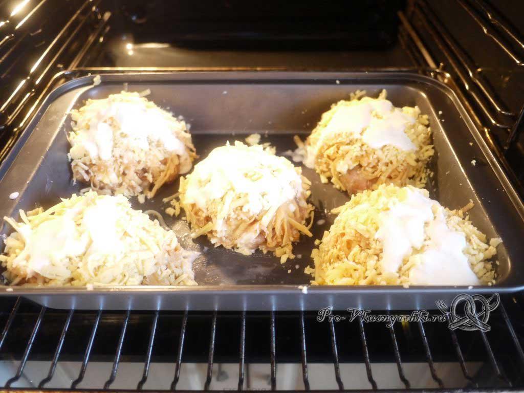 Сочная курица под шубой из картофеля, яиц и сыра - запекаем