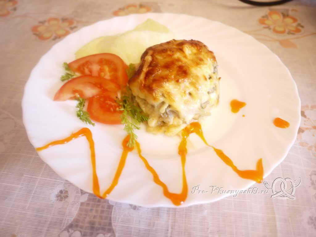 Сочная курица под шубой из картофеля, яиц и сыра - подача