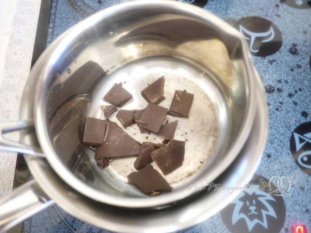 Шоколадный пирог с творожными шариками - плавим шоколад