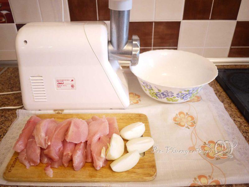 Пирог с мясом курицы и сыром - измельчаем мясо