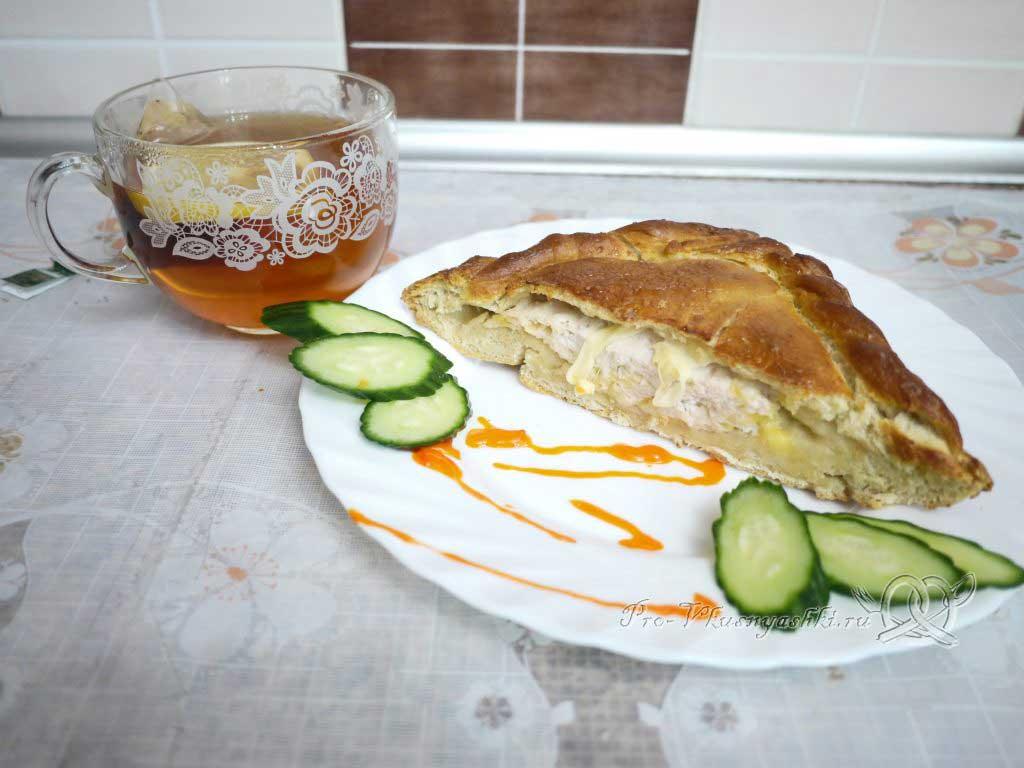 Пирог с мясом курицы и сыром - подача