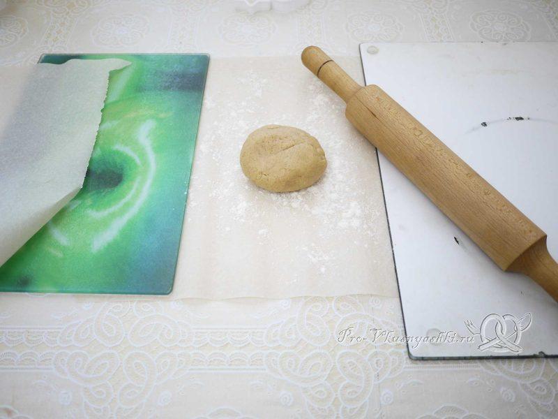 Имбирные пряники с глазурью - раскатываем тесто