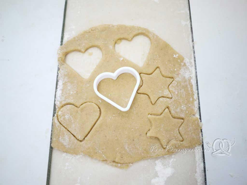 Имбирные пряники с глазурью - вырезаем печенье