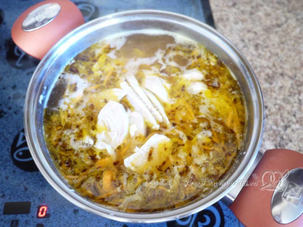 Куриный суп с лапшой и картофелем - добавляем в суп курицу