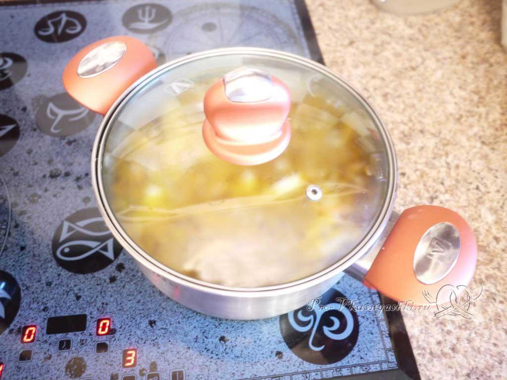 Куриный суп с лапшой и картофелем - настаиваем суп