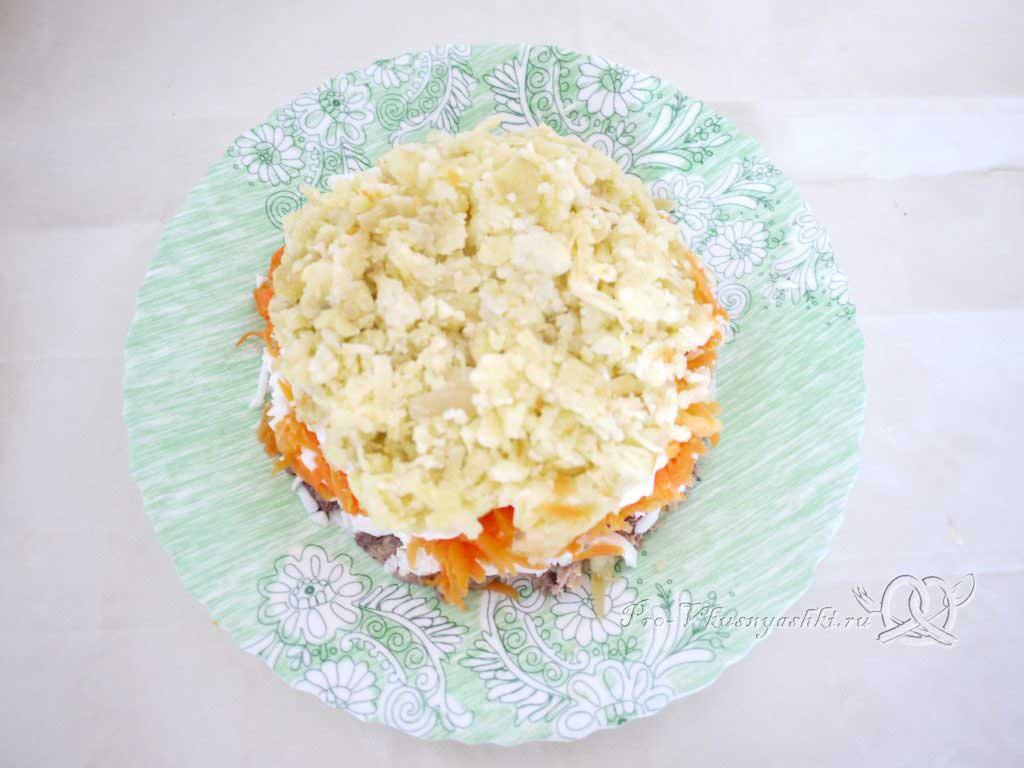 Салат Мимоза с сыром и яйцом - четвертый слой