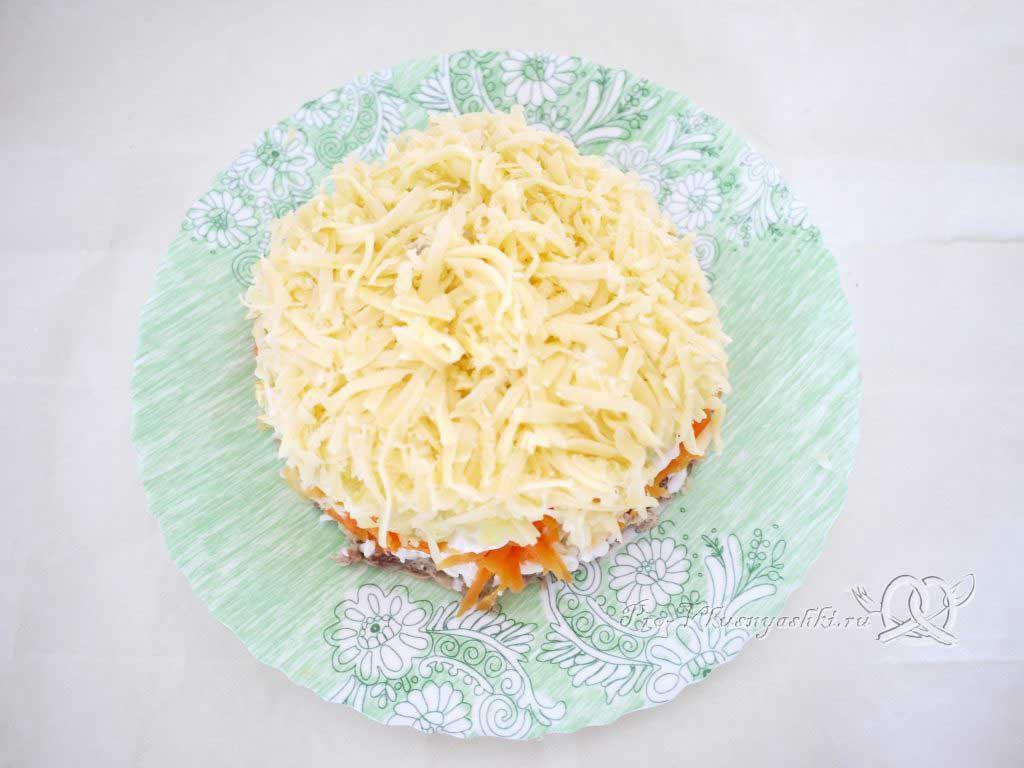 Салат Мимоза с сыром и яйцом - выкладываем сыр